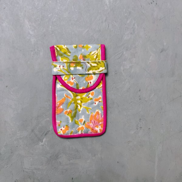 Floral Printed Spec and Mobile Pouch